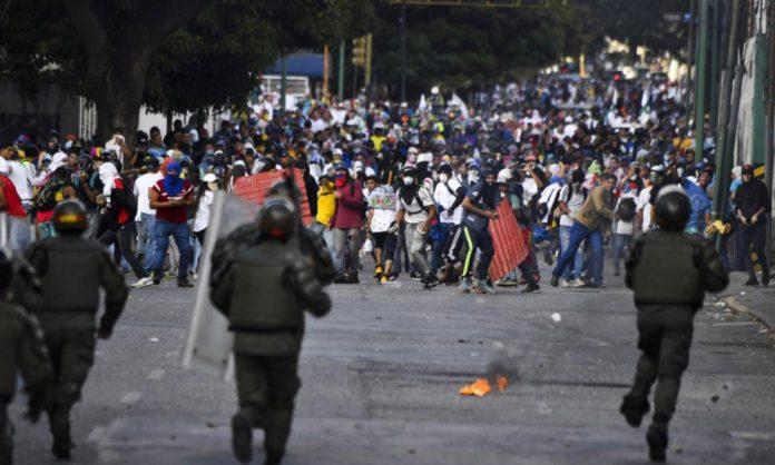 suman-26-muertos-por-protestas-contra-maduro-en-venezuela