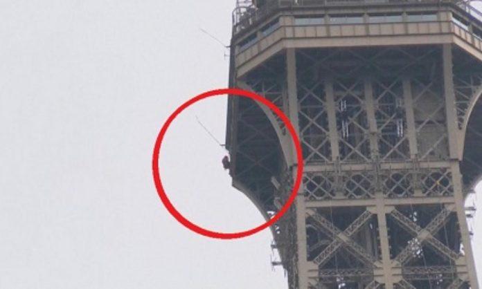 Cierran la Torre Eiffel por la presencia de un escalador