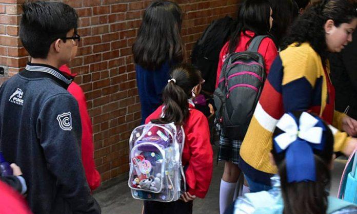 Colegio Cervantes de Torreón reanuda clases con detectores de metal