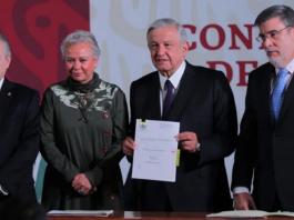 AMLO firma iniciativa de reforma al Poder Judicial