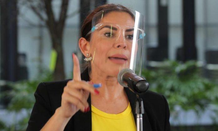 Karina Barrón renuncia a MC